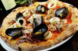 Pizza frutti di mare ricetta