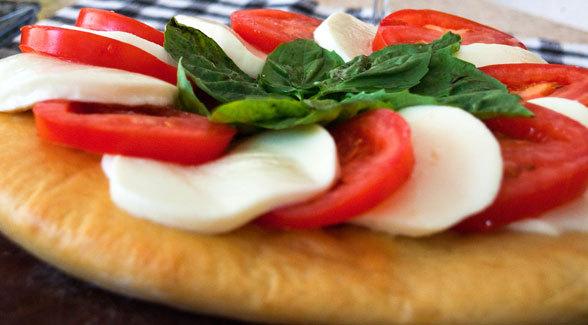 pizza caprese ricetta