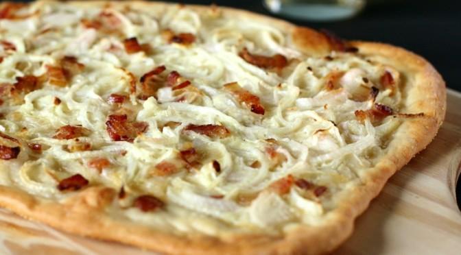 Pizza pancetta e cipolle