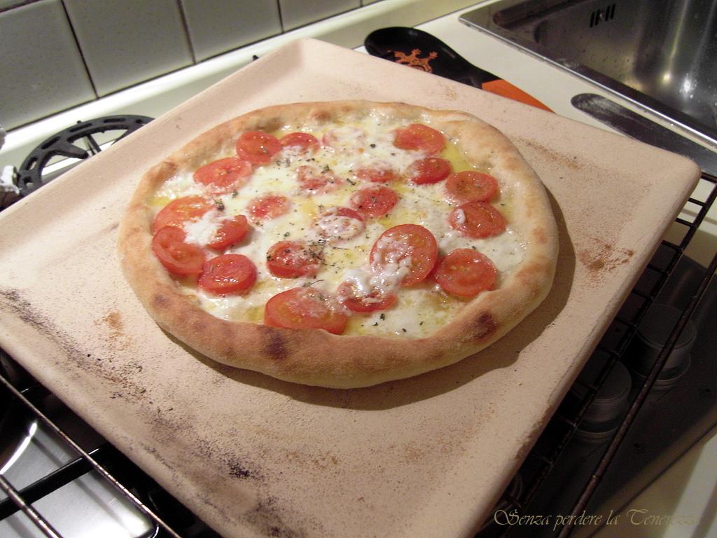 Pizza in casa cotta su pietra refrattaria silvio cicchi - Pietra per forno elettrico ...
