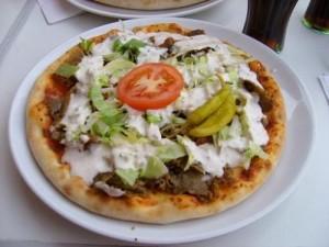 Pizza y salsa Kebab En yogur Receta