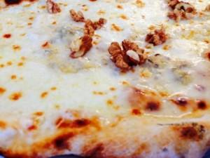 Ricetta Perfetta della Pizza Gorgonzola e Noci
