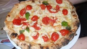 Pizza Pomodorini Ricotta e Basilico Fresco