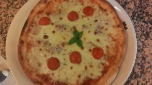 Pizza ai Cereali con Salame e Aglio