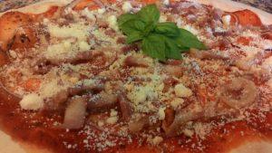 Pizza Con Cipolla Pancetta e Ricotta Salata