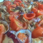 Focaccia con Tonno Cipolla e Pomodorini