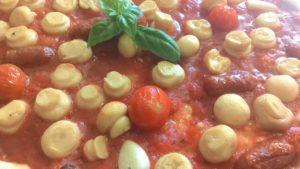 Pizza con Funghi e Salsiccia Piccante