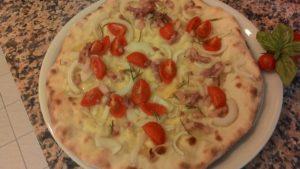 Pizza Cipolla Pancetta Pomodorini con Impasto ai Ceci