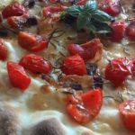 Focaccia con Pomodorini Pachino e Guanciale Stagionato