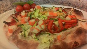 La Pizza Orientale con Surimi e Verdure Fresche