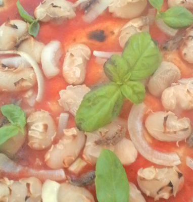 Pizza con Fagioli Cipolla e Alici