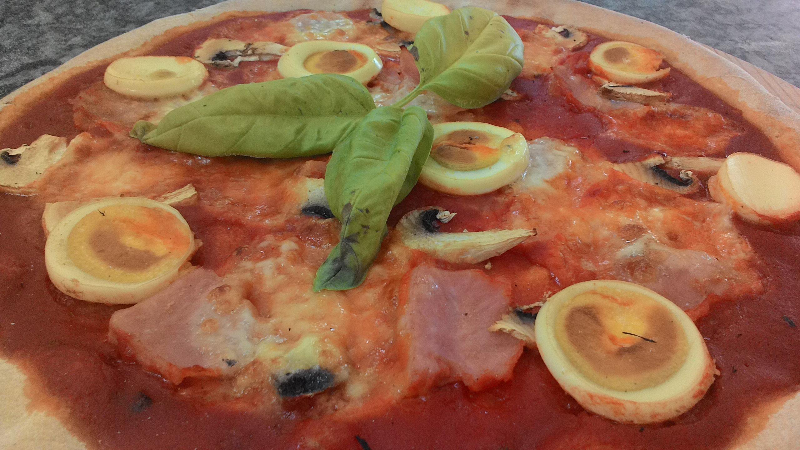 Pizza Prosciutto Funghi e Uovo Sodo Impasto con Patate