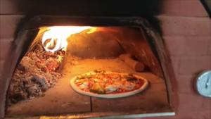 Pizza con Peperoni Mais e Funghi La Ricetta