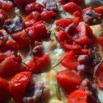 Focaccia con Pomodorini e Salsiccia