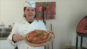 Pizza con Funghi Pancetta e Gorgonzola