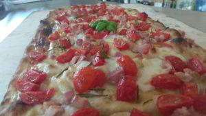 Spianata con Scamorza Pomodorini e Pancetta
