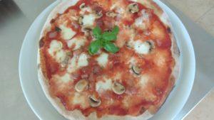 Pizza con Funghi Guanciale e Mozzarella