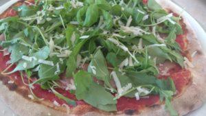 Pizza con Prosciutto Crudo Rucola e Scaglie di Parmigiano