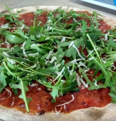 Pizza con Ragu Rucola e Parmigiano Ricetta