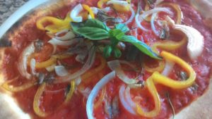 Pizza Con Peperoni Cipolla e Alici La Ricetta