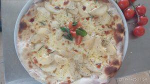 Pizza con Formaggio e Pere Come Prepararla