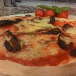 Pizza con Pomodoro Gorgonzola e Pomodori Secchi
