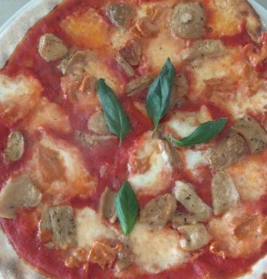 Pizza con Funghi Porcini e Pesto Rosso