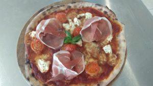 Pizza con Pomodorini Ricotta e Prosciutto