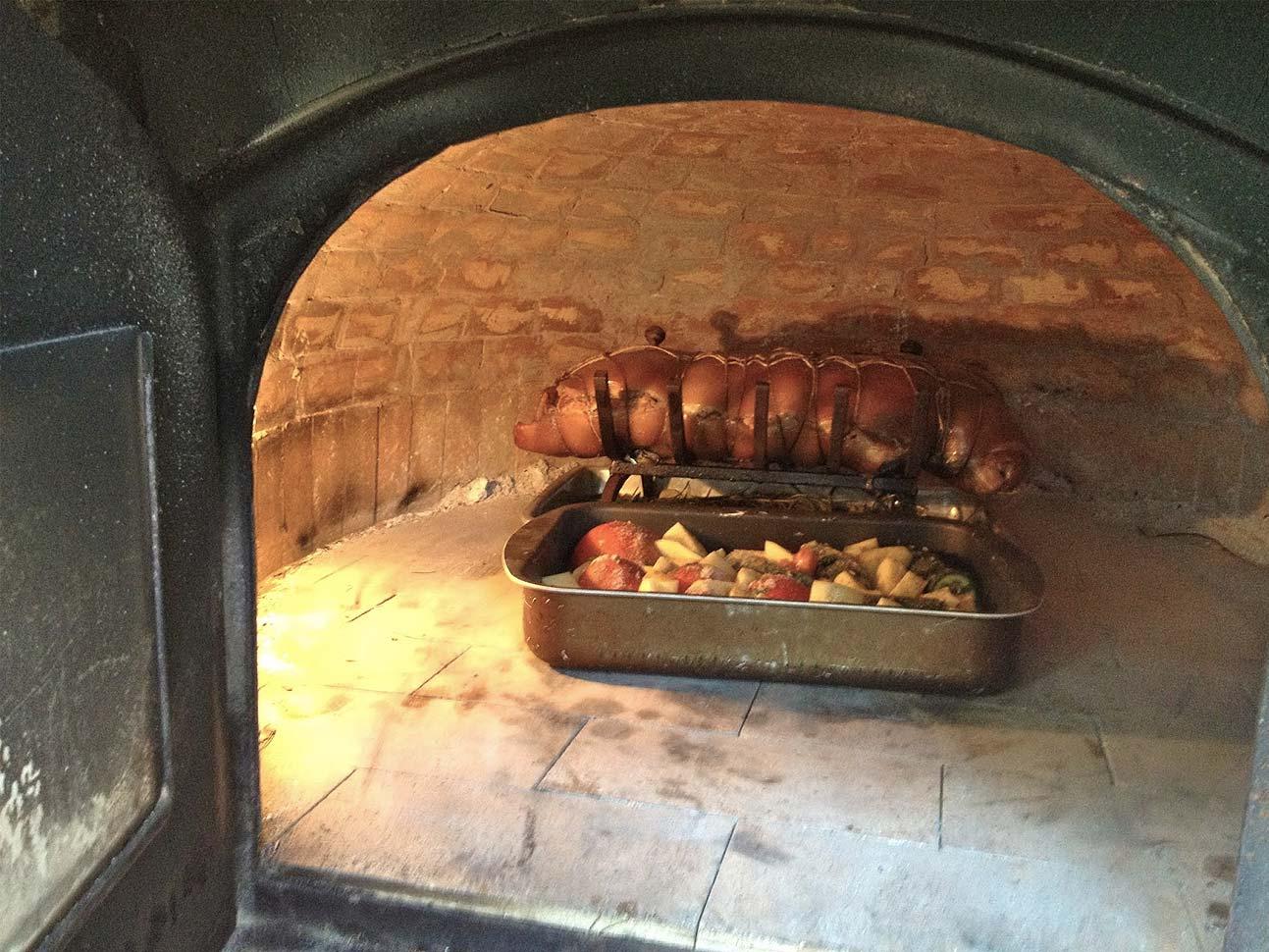 Forno A Legna Immagini how to cooking in a wood oven - silvio cicchi