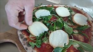 Pizza con Rucola Scamorza e Grana
