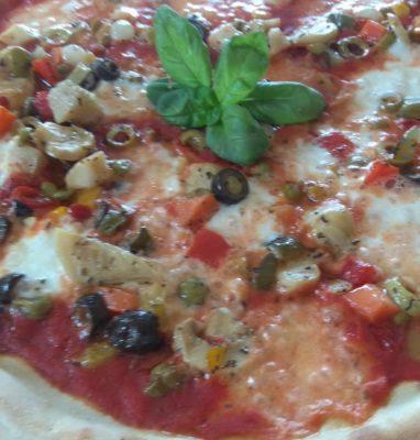 La Super Pizza Vegetariana Ricetta e Preparazione