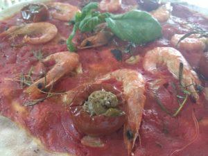Pizza Con Gamberi e Peperoncini Ripieni