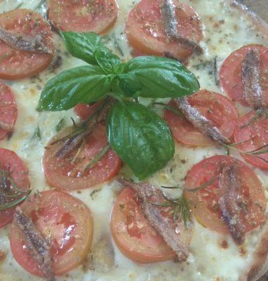 Pizza ai Cereali con Mozzarella Alici e Pomodoro a Fette