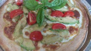Pizza Con Impasto Di Mais Con Formaggio e Avocado