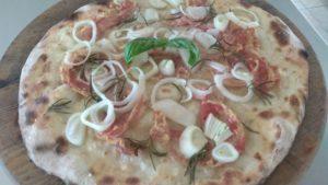 La Deliziosa Focaccia Con Pancetta e Cipolle