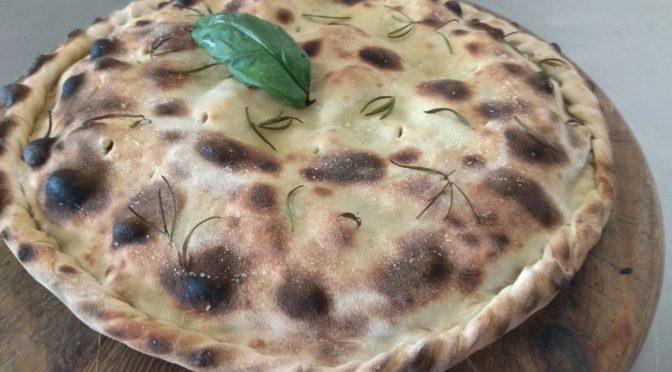 Pizza Ripiena di Funghi Pomodoro Maiale e Mais