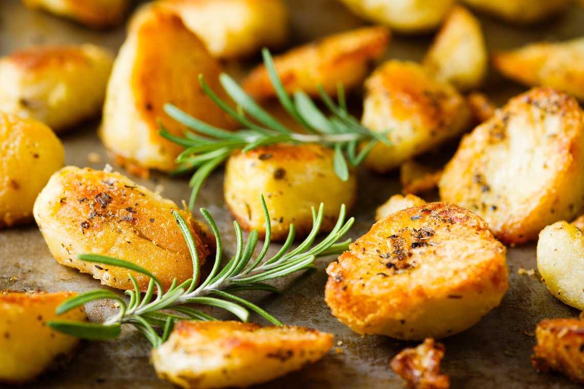 Se si attaccano le patate alla teglia usa questi rimedi